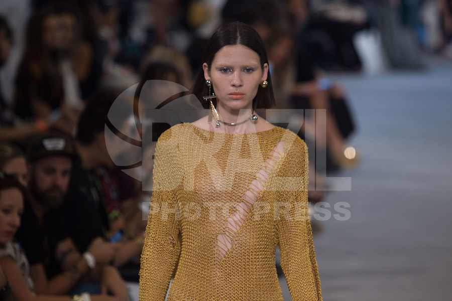 SAO PAULO, SP, 23.10.2016 - SPFW-ANIMALE - Modelo durante desfile da grife Animale, durante o São Paulo Fashion Week edição 42 na Tower Bridge região sul de Sao Paulo, neste domingo, 23 (Foto: Ciça Neder / Brazil Photo Press)