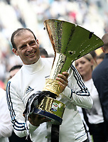 Calcio, Serie A: Juventus - Hellas Verona, Torino, Allianz Stadium, 19 maggio, 2018.<br /> Juventus' coach Massimiliano Allegri celebrates with the trophy during the victory league ceremony at Torino's Allianz stadium, 19 May, 2018.<br /> Juventus won their 34th Serie A title (scudetto) and seventh in succession.<br /> UPDATE IMAGES PRESS/Isabella Bonotto