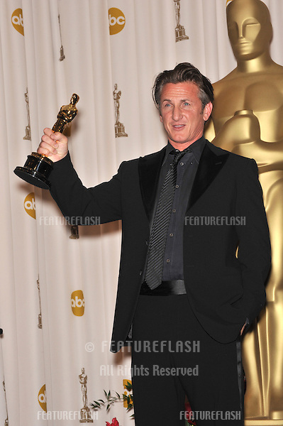 Sean Penn at the 81st Academy Awards at the Kodak Theatre, Hollywood..February 22, 2009  Los Angeles, CA.Picture: Paul Smith / Featureflash