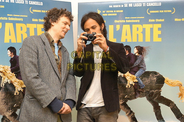 "MICHEL GONDRY & GAEL GARCIA BERNAL.Photocall for film ""L'arte del sogno"" - ""The scince of sleep"" - ""La Science Des Reves"" at Cinema 4 fontane, Rome, Italy,.12th January 2007..half length holding camera taking photo.CAP/CAV.©Luca Cavallari/Capital Pictures."