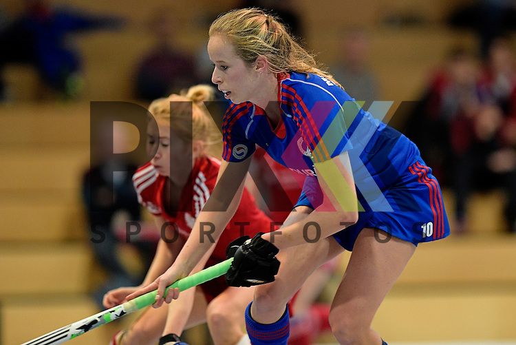 GER - Mannheim, Germany, December 19: During the 1. Bundesliga Sued Damen indoor hockey match between Mannheimer HC (blue) and Nuernberger HTC (red) on December 19, 2015 at Irma-Roechling-Halle in Mannheim, Germany.  Greta Lyer #10 of Mannheimer HC<br /> <br /> Foto &copy; PIX-Sportfotos *** Foto ist honorarpflichtig! *** Auf Anfrage in hoeherer Qualitaet/Aufloesung. Belegexemplar erbeten. Veroeffentlichung ausschliesslich fuer journalistisch-publizistische Zwecke. For editorial use only.