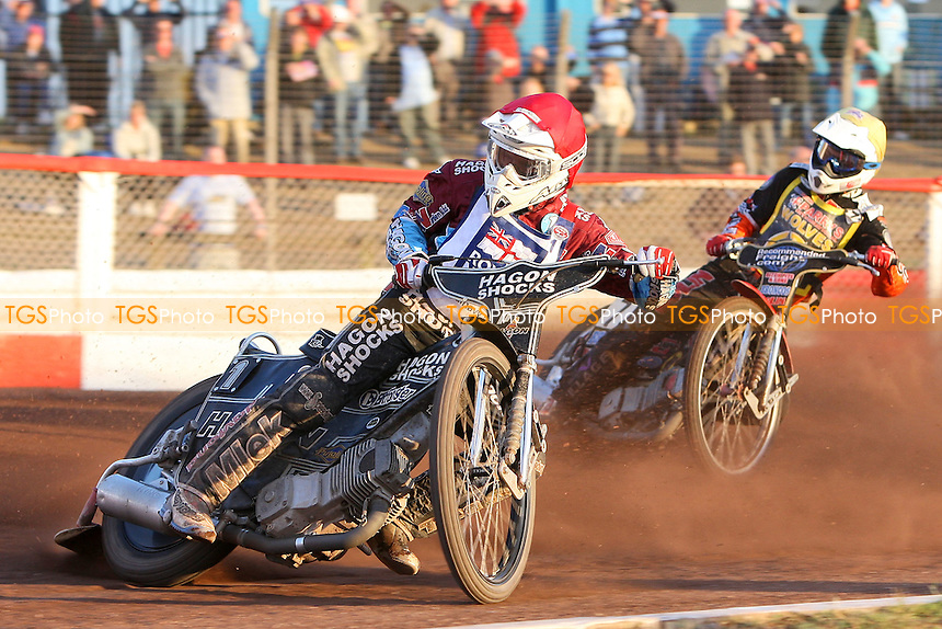 Heat 6: Lee Richardson (red) and Ty Proctor - Sky Sports Elite League Speedway at Arena Essex Raceway, Purfleet, Essex - 24/06/09- MANDATORY CREDIT: Gavin Ellis/TGSPHOTO - Self billing applies where appropriate - 0845 094 6026 - contact@tgsphoto.co.uk - NO UNPAID USE.