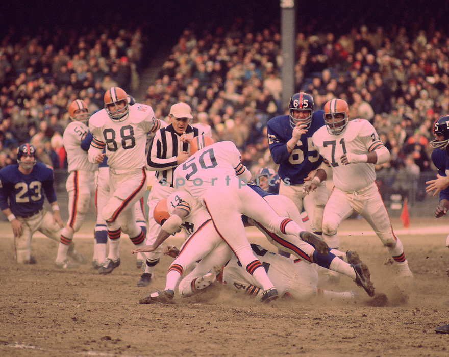 Cleveland Browns Walter Johnson (71) and Cleveland Browns Rich Kreitling (88) during a game against the New York Giants on Decemeber 21,1969 at Yankee Stadium in the Bronx, . The New York Giants beat the Cleveland Browns 127-14. Walter Johnson played for 13 seasons with 2 different teams and was a 2-time Pro Bowler. Rich Kreitling played for 6 season with 2 different teams.(SportPics)