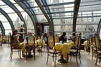 - Milano, restaurant in Rinascente variety store at Duomo square....- Milano, ristorante nei grandi magazzini  La Rinascente in piazza del Duomo