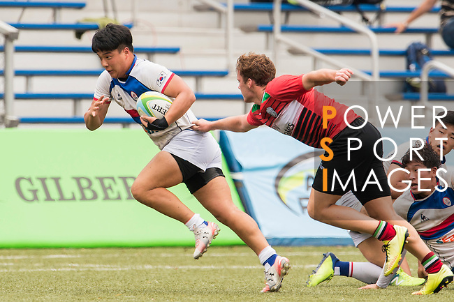 Minki Son (l) of South Korea battles for the ball with Ryno De Bruyn of United Arab Emirates during the match between South Korea and United Arab Emirates of the Asia Rugby U20 Sevens Series 2016 on 12 August 2016 at the King's Park, in Hong Kong, China. Photo by Marcio Machado / Power Sport Images