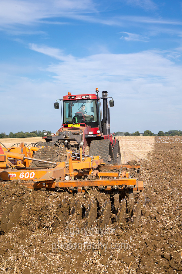Cultivating OSR stubble using a Case 535 Quadtrac and Simba 600 Solo - Lincolnshire, August