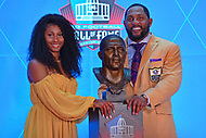 Canton, OH - August 4, 2018: Fomer Baltimore Ravens linebacker Ray Lewis and his daughter Diaymon pose with his bust after giving his enshrinement speech at the Pro Football Hall of Fame in Canton, Ohio August 4, 2018.  (Photo by Don Baxter/Media Images International)