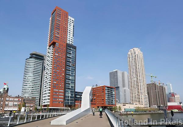 Nederland Rotterdam  2017 . Brug vanaf Katendrecht naar de Wilhelminapier .  Foto Berlinda van Dam / Hollandse hoogte