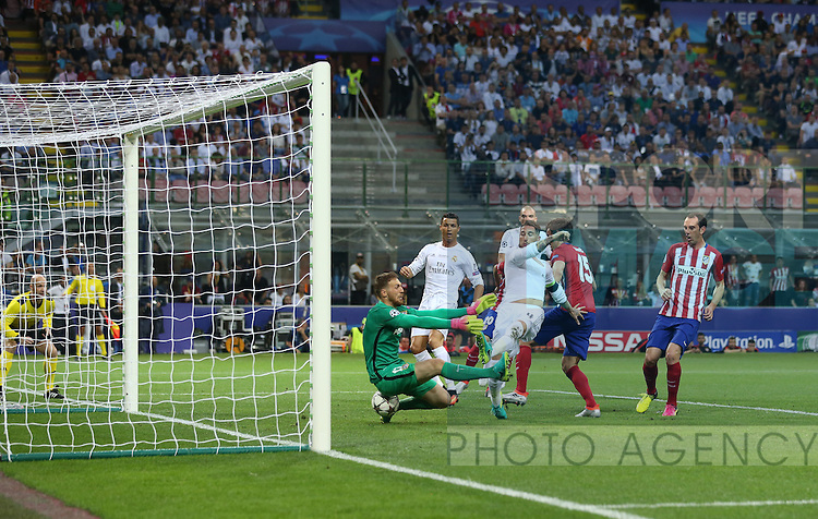 Sergio Ramos of Real Madrid scoring the first goal past Jan Oblak of Atletico Madrid during the UEFA Champions League Final match at the  Giuseppe Meazza Stadium, Milan, Italy. Photo credit should read: David Klein/Sportimage