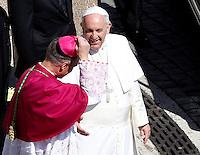 Papa Francesco celebra la messa della Domenica delle Palme in Piazza San Pietro, Citta' del Vaticano, 29 marzo 2015.<br /> Pope Francis celebrates the Palm Sunday mass in St. Peter's Square at the Vatican, 29 March 2015.<br /> UPDATE IMAGES PRESS/Isabella Bonotto<br /> <br /> STRICTLY ONLY FOR EDITORIAL USE