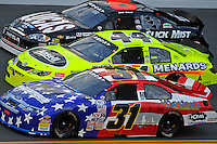 Eventual winner Bobby Gerhart (#5), Frank Kimmel (#44) and Mike Harmon (#31)