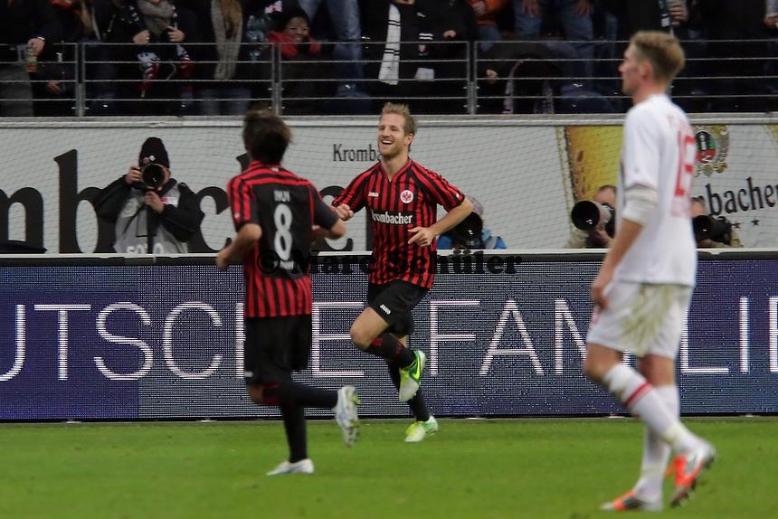 Stefan Aigner (Eintracht) erzielt das 2:0 und jubelt mit Takashi Inui