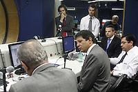 SÃO PAULO, SP, 14 JANEIRO DE 2013  - AGENDA FERNANDO HADDAD - O Prefeito de São Paulo, Fernando Haddad, durante entrevista à rádio Jovem Pan, na manha dessa segunda-feira, 14, regiao da Av Paulista, zona central da capital -   FOTO LOLA OLIVEIRA - BRAZIL PHOTO PRESS