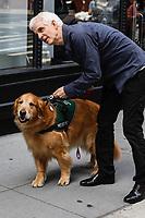 NEW YORK, EUA, 29.06.2017 - ELLIS-HENICAN - Ellis Henican acompanhado de seu cão é visto em New York, ele é um colunista americano da Newsday e AM New York, além de um analista político no Fox News Channel. (Foto: Vanessa Carvalho/Brazil Photo Press)