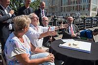 Pressekonferenz am Donnerstag den 23. August 2018 u.a. mit Lothar de Maiziere, letzter DDR- Ministerpraesident, Sabine Bergmann-Pohl, Praesidentin der letzten Volkskammer der DDR, Guenter Nooke, ehemaliger DDR-Buergerrechtler und Wolfgang Thierse ehemaliger Bundestagspraesident zum geplanten Freiheits- und Einheitsdenkmal, welches nach Willen der Initiatoren vor dem wiedererrichteten Berliner Stadtschloss gebaut werden soll.<br /> Im Bild vlnr.: Sabine Bergmann-Pohl, Wolfgang Thierse, Lothar de Maiziere und Guenter Nooke.<br /> 23.8.2018, Berlin<br /> Copyright: Christian-Ditsch.de<br /> [Inhaltsveraendernde Manipulation des Fotos nur nach ausdruecklicher Genehmigung des Fotografen. Vereinbarungen ueber Abtretung von Persoenlichkeitsrechten/Model Release der abgebildeten Person/Personen liegen nicht vor. NO MODEL RELEASE! Nur fuer Redaktionelle Zwecke. Don't publish without copyright Christian-Ditsch.de, Veroeffentlichung nur mit Fotografennennung, sowie gegen Honorar, MwSt. und Beleg. Konto: I N G - D i B a, IBAN DE58500105175400192269, BIC INGDDEFFXXX, Kontakt: post@christian-ditsch.de<br /> Bei der Bearbeitung der Dateiinformationen darf die Urheberkennzeichnung in den EXIF- und  IPTC-Daten nicht entfernt werden, diese sind in digitalen Medien nach &sect;95c UrhG rechtlich geschuetzt. Der Urhebervermerk wird gemaess &sect;13 UrhG verlangt.]