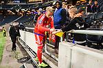 Stockholm 2015-07-30 Fotboll Kval Uefa Europa League  AIK - Atromitos FC :  <br /> AIK:s m&aring;lvakt Patrik Carlgren skriver autograf p&aring; en ung AIK-supporters tr&ouml;ja efter matchen mellan AIK och Atromitos FC <br /> (Foto: Kenta J&ouml;nsson) Nyckelord:  AIK Gnaget Tele2 Arena UEFA Europa League Kval Kvalmatch Atromitos FC Grekland Greece portr&auml;tt portrait