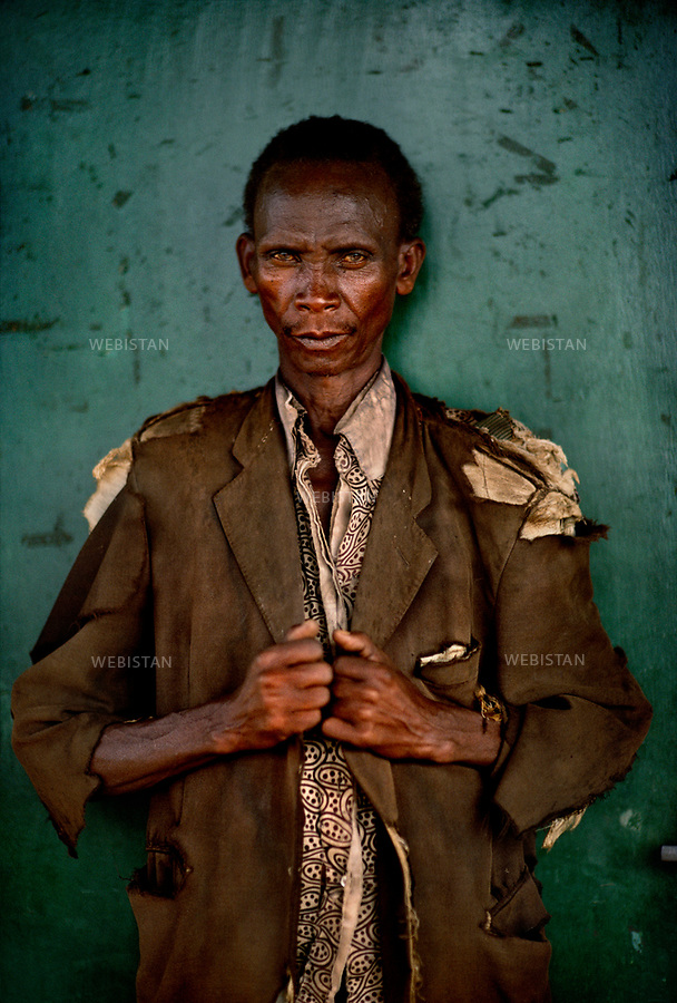 1994. Burundi. Kirundo Province. Portrait of a Tutsi refugee who was driven away from his village by the Hutus during the Rwandan Genocide. Burundi. Province de Kirundo. Portrait d'un réfugié tutsi qui a été chassé de son village par les Hutus pendant le génocide au Rwanda.