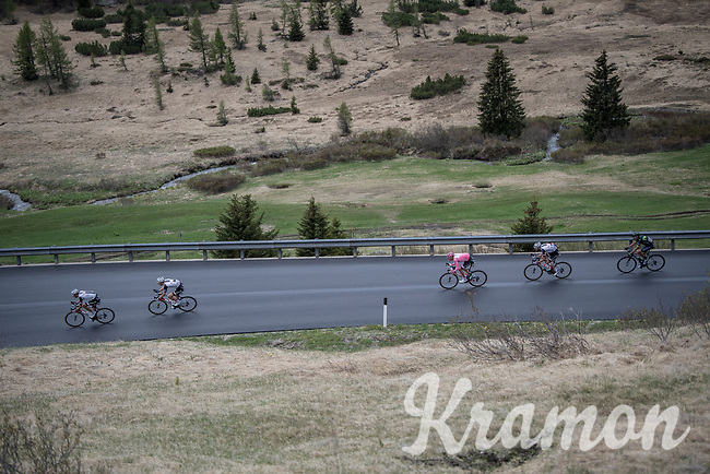 Maglia Rosa / overall leader Tom Dumoulin (NED/Sunweb) racing at the front of the peloton surounded by teammates<br /> <br /> Stage 17: Tirano &rsaquo; Canaze (219km)<br /> 100th Giro d'Italia 2017