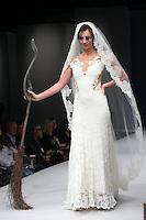 NEW YORK, NY, 08.10.2016 - BRIDAL-NEW YORK - Modelo durante desfile da grife para noivas Olvi's no New York International Bridal Week no Pier 94 na ilha de Manhattan em New York neste sábado, 08. (Foto: Vanessa Carvalho/Brazil Photo Press)