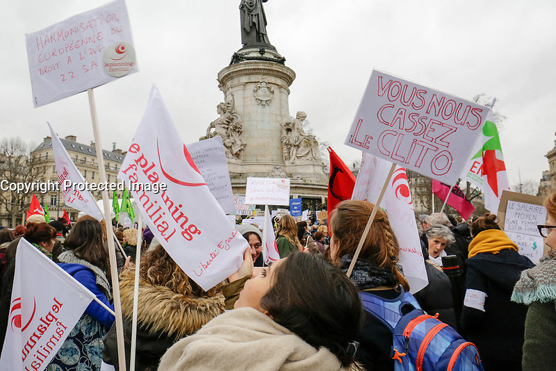 RASSEMBLEMENT PLACE DE LA REPUBLIQUE A PARIS LE 08/03/2017 POUR LA JOURNEE MONDIALE DU DROIT DE LA FEMME. # MANIFESTATION A PARIS POUR LA JOURNEE INTERNATIONALE DU DROIT DES FEMMES