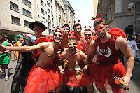 """SAO PAULO, SP, 17.10.2014 - Tradicional festa da """"Peruada"""" organizada pelos estudantes de direito do USP, se concentram com trio elétrico no Largo São Francisco, no centro da cidade, nesta sexta-feira, 17 ( Gabriel Soares/ Brazil Photo Press)"""