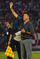 BARRANQUIILLA -COLOMBIA-01-09-2013. Juan Carlos Osorio técnico del Nacional reacciona durante el partido ante Junior válido por la fecha 8 de la Liga Postobón II 2013 jugado en el estadio Metropolitano de la ciudad de Barranquilla./ Nacional coach Juan Carlos Osorio reacts during the match against Junior valid for the 8th date of the Postobon League II 2013 played at Metropolitano stadium in Barranquilla city.  Photo: VizzorImage/Alfonso Cervantes/STR