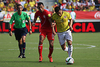 BARRANQUILLA  - COLOMBIA - 8-10-2015:Teofilo Gutierrez  jugador de la seleccion Colombia  disputa el balon con Carlos Lobaton de la seleccion Peru durante primer partido  por por las eliminatorias al mundial de Rusia 2018 jugado en el estadio Metropolitano Roberto Melendez  / : Teofilo Gutierrez   player of Colombia  fights for the ball with Carlos Lobaton of selection of Peru during first qualifying match for the 2018 World Cup Russia played at the Estadio Metropolitano Roberto Melendez. Photo: VizzorImage / Felipe Caicedo / Staff.