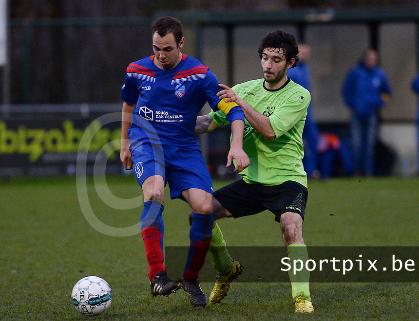 FC Moerkerke  : duel tussen Jan Willem De Leyn (r) en Bjorn Daeninck (links) van Beernem<br /> Foto VDB / Bart Vandenbroucke