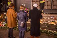 Gedenken am Dienstag den 19. Dezember 2017 anlaesslich des 1. Jahrestag des Terroranschlag auf den Weihnachtsmarkt auf dem Berliner Breitscheidplatz am 19.12.2016 durch den Terroristen Anis Amri.<br /> Im Bild: Drei Muslime stehen im stillen Gedenken vor dem Gedenkort.<br /> 19.12.2017, Berlin<br /> Copyright: Christian-Ditsch.de<br /> [Inhaltsveraendernde Manipulation des Fotos nur nach ausdruecklicher Genehmigung des Fotografen. Vereinbarungen ueber Abtretung von Persoenlichkeitsrechten/Model Release der abgebildeten Person/Personen liegen nicht vor. NO MODEL RELEASE! Nur fuer Redaktionelle Zwecke. Don't publish without copyright Christian-Ditsch.de, Veroeffentlichung nur mit Fotografennennung, sowie gegen Honorar, MwSt. und Beleg. Konto: I N G - D i B a, IBAN DE58500105175400192269, BIC INGDDEFFXXX, Kontakt: post@christian-ditsch.de<br /> Bei der Bearbeitung der Dateiinformationen darf die Urheberkennzeichnung in den EXIF- und  IPTC-Daten nicht entfernt werden, diese sind in digitalen Medien nach §95c UrhG rechtlich geschuetzt. Der Urhebervermerk wird gemaess §13 UrhG verlangt.]