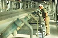 Para Pigmento trabalhador verificando equipamento<br />©Paulo Santos/ Interfoto