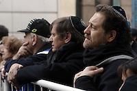 BUENOS AIRES, ARGENTINA, 18 JULHO 2012 - 18 ANOS ATENTADOS A SEDE DA MUTUA NA ARGENTINA -  Amigos e parentes junto com carias organizacoes judaicas pede justica 18 anos apos os atentados a sede israelense da Mutua na Argentina, onde morraram 85 mortos. Ato nesta quarta-feira, 18 em Buenos Aires na Argentina. (FOTO: JUANI RONCORONI / BRAZIL PHOTO PRESS).