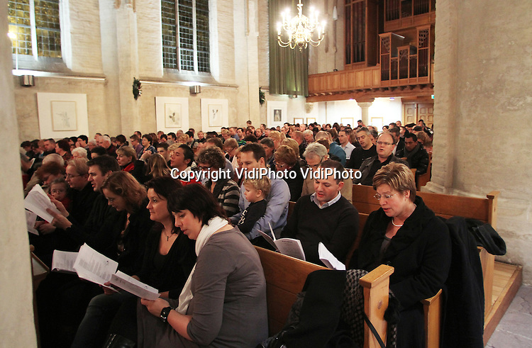 Foto: VidiPhoto ..ELST - Collecteren in de Protestantse Kerk (PKN) in Elst.