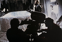 The Thing (1982) <br /> Behind the scenes photo of Kurt Russell<br /> *Filmstill - Editorial Use Only*<br /> CAP/KFS<br /> Image supplied by Capital Pictures