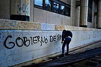 BOGOTÁ - COLOMBIA, 10-10-2019:Marcha de los estudiantes de las universidades públicas y privadas en protesta por la corrupción administrativa y los excesos del ESMAD de la Policia Nacional./ <br /> March of students from public and private universities protesting administrative corruption and the excesses of the National Police ESMAD. Photo: VizzorImage / Diego Cuevas / Contribuidor