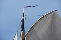 ZEILSPORT: DE VEENHOOP: 07-08-2017, SKS Skûtsjesilen, schipper Dirk Jan Reijenga skûtsje Joure, de zeilval in beeld, ©foto Martin de Jong