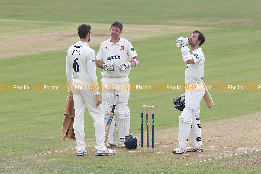 Reece Topley of Essex (L) brings out welcome drinks for batsman James Foster (R) and David Masters - Leicestershire CCC vs Essex CCC - LV County Championship Division Two Cricket at Grace Road, Leicester - 16/09/14 - MANDATORY CREDIT: Gavin Ellis/TGSPHOTO - Self billing applies where appropriate - contact@tgsphoto.co.uk - NO UNPAID USE