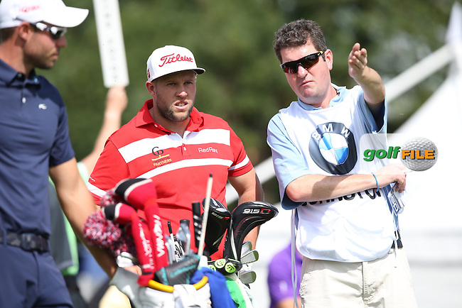 Caddie George working hard for Andrew Johnston (ENG) during Round One of the 2015 BMW International Open at Golfclub Munchen Eichenried, Eichenried, Munich, Germany. 25/06/2015. Picture David Lloyd | www.golffile.ie