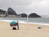 ATEN&Ccedil;AO EDITOR  FOTO EMBARGADA PARA VEICULOS INTERNACIONAIS - RIO DE JANEIRO, RJ 27 DE SETEMBRO 2012 - Nesta manha (27) Ressaca nas praias da cidade do Rio de Janeiro.<br /> Praia de Copacabana<br /> FOTO RONALDO BRANDAO/BRAZIL PHOTO PRESS