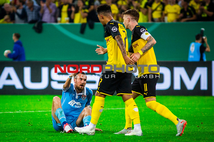 09.08.2019, Merkur Spiel-Arena, Düsseldorf, GER, DFB Pokal, 1. Hauptrunde, KFC Uerdingen vs Borussia Dortmund , DFB REGULATIONS PROHIBIT ANY USE OF PHOTOGRAPHS AS IMAGE SEQUENCES AND/OR QUASI-VIDEO<br /> <br /> im Bild   picture shows:<br /> Kevin Grosskreutz (KFC Uerdingen #6) mit Marco Reus (Borussia Dortmund #11) und Jadon Sancho (Borussia Dortmund #7), <br /> <br /> Foto © nordphoto / Rauch