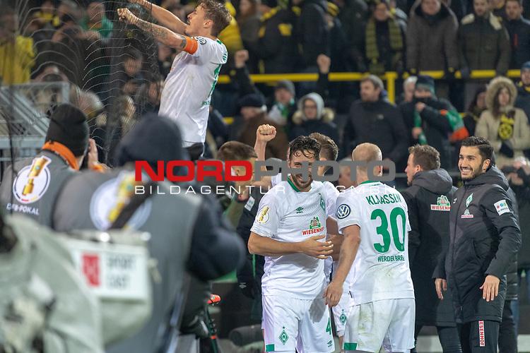 05.02.2019, Signal Iduna Park, Dortmund, GER, DFB-Pokal, Achtelfinale, Borussia Dortmund vs Werder Bremen<br /> <br /> DFB REGULATIONS PROHIBIT ANY USE OF PHOTOGRAPHS AS IMAGE SEQUENCES AND/OR QUASI-VIDEO.<br /> <br /> im Bild / picture shows<br /> <br />  Max Kruse (Werder Bremen #10) bei den Fans auf dem Zaun Davy Klaassen (Werder Bremen #30) <br /> Claudio Pizarro (Werder Bremen #04)<br /> <br /> Foto © nordphoto / Ewert