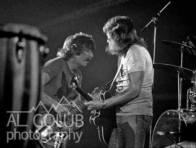 Modesto, California—Olympic Gold Ice arena—Alvin Lee and Leo Lyons-August 3, 1975—Rock'n Chair Productions Presented Ten Years After with Alvin Lee (Ric Lee on drums, Chick Churchill on Keyboard, Leo Lyons on Bass) And the Earthquakes with John Doukas – vocals, Robbie Dunbar - guitar, keyboards, backing vocals, Stan Miller - bass, backing vocals, Steve Nelson – drums, Gary Phillips - guitar, keyboards, backing vocals.  Photo by Al Golub/Golub Photography