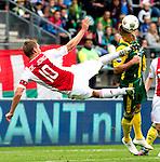 Nederland, Den Haag, 23 september  2012.Seizoen 2012/2013.Eredivisie.Ado Den Haag-Ajax.Diem de Jong van Ajax in duel om de bal met Vito Wormgoor van Ado Den Haag