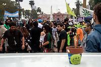 """BUENOS AIRES, ARGENTINA, 03.05.2014 - MARCHA DA MACONHA - Milhares de pessoas manifestam na Plaza de Mayo, no centro da cidade de Buenos Aires no chamado """"Dia Mundial da Maconha ou Marcha da Maconha"""", exigindo a descriminalização do consumo de maconha. (Foto: Juani Roncoroni/ Brazil Photo Press)."""