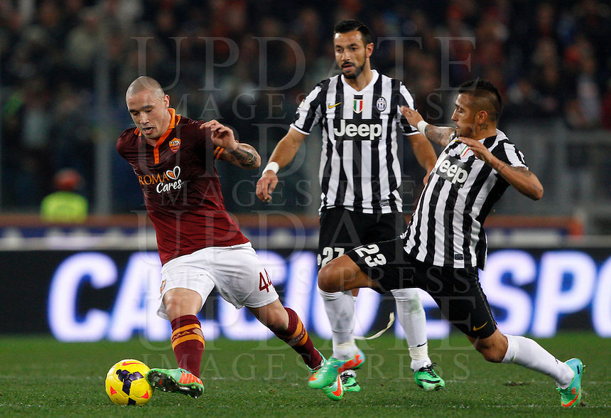 Calcio, quarti di finale di Coppa Italia: Roma vs Juventus. Roma, stadio Olimpico, 21 gennaio 2014.<br /> AS Roma midfielder Radja Nainggolan, of Belgium, left, is challenged by Juventus forward Fabio Quagliarella, center, and midfielder Arturo Vidal, of Chile, during the Italian Cup round of eight final football match between AS Roma and Juventus, at Rome's Olympic stadium, 21 January 2014.<br /> UPDATE IMAGES PRESS/Riccardo De Luca