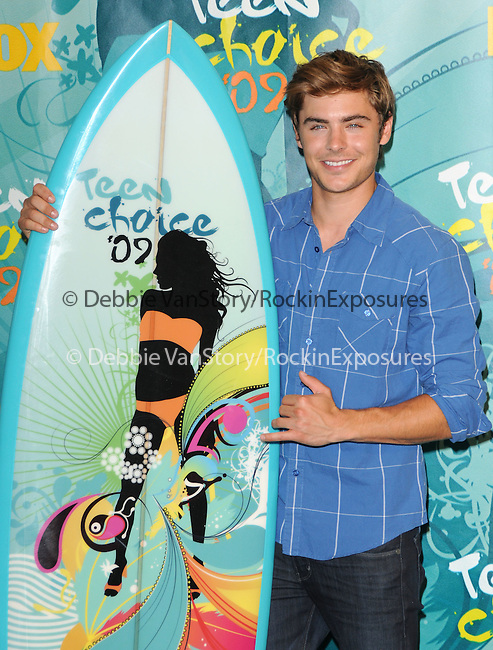Zac Efron at The Fox 2009 Teen Choice Awards held at Universal Ampitheatre  in Universal City, California on August 09,2009                                                                                      Copyright 2009 DVS / RockinExposures