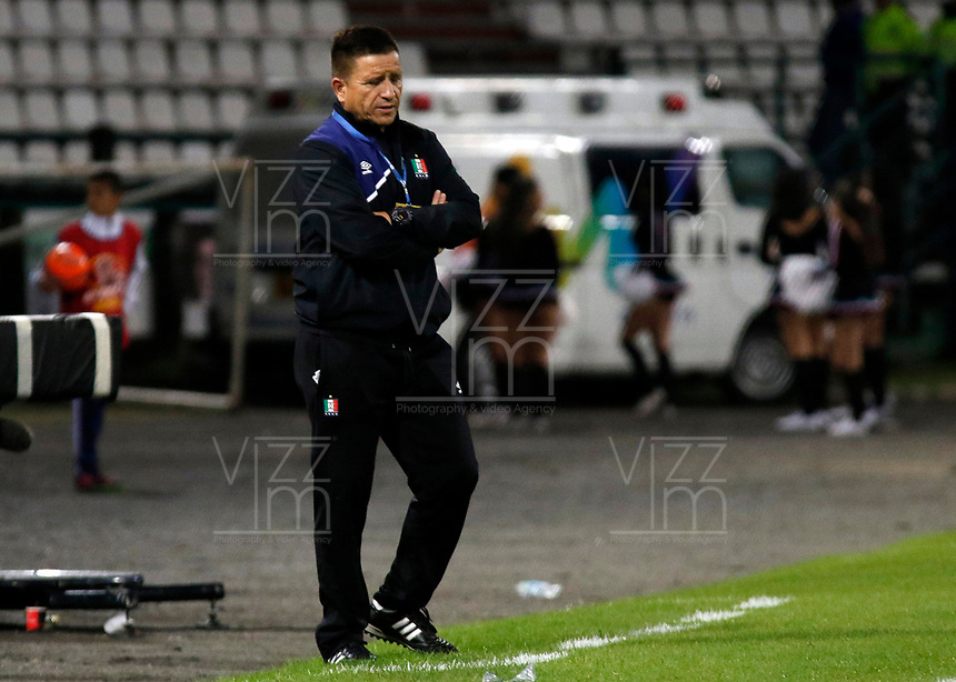 MANIZALES - COLOMBIA, 06-05-2017: Herney Duque técnico (e) de Once Caldas durante partido contra Millonarios por la fecha 16 de Liga Águila I 2017 jugado en el estadio Palogrande de la ciudad de Manizales. / Herney Duque coach (e) of Once Caldas during match against Millonarios valid for the date 16 of the Aguila League I 2017 played at Palogrande stadium in Manizales city. Photo: VizzorImage / Santiago Osorio / Cont