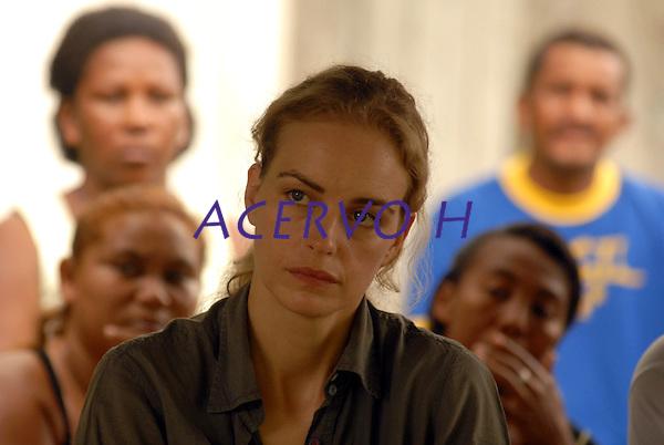 Nomeada embaixadora especial do Par&aacute; , a atriz alem&atilde; Nina Hoss, visita S&atilde;o Jos&eacute;,  uma das 17 comunidades quilombola de descendentes de escravos e conversa com moradores para discutir seus problemas. Ao todo cerca de 1000 pessoas vivem na regi&atilde;o conhecida como Jacar&eacute;aquara,  que fica a cerca de uma hora de barco da capital paraense Bel&eacute;m.<br /> Acar&aacute;, Par&aacute;, Brasil.<br /> 29/03/2008<br /> Foto Paulo Santos