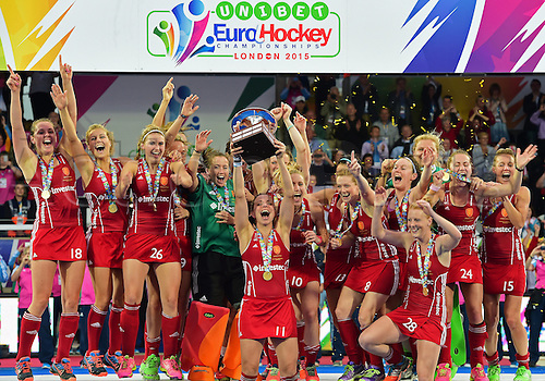 30.08.2015. Lea Valley, London, England. Unibet EuroHockey Championships Day 10. Gold Medal Final. England versus Netherlands. England team celebrates victory in the final