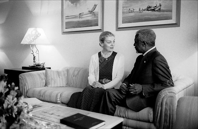 Kofi ANNA, UN Secretary General, with his wife, Nane, Dhaka, Bangladesh, March 2001