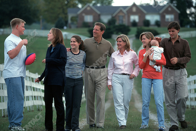 Al Gore with his family, Carthage, Tennessee, October 1999